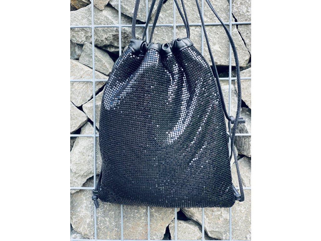 Trendy čierny batôžtek