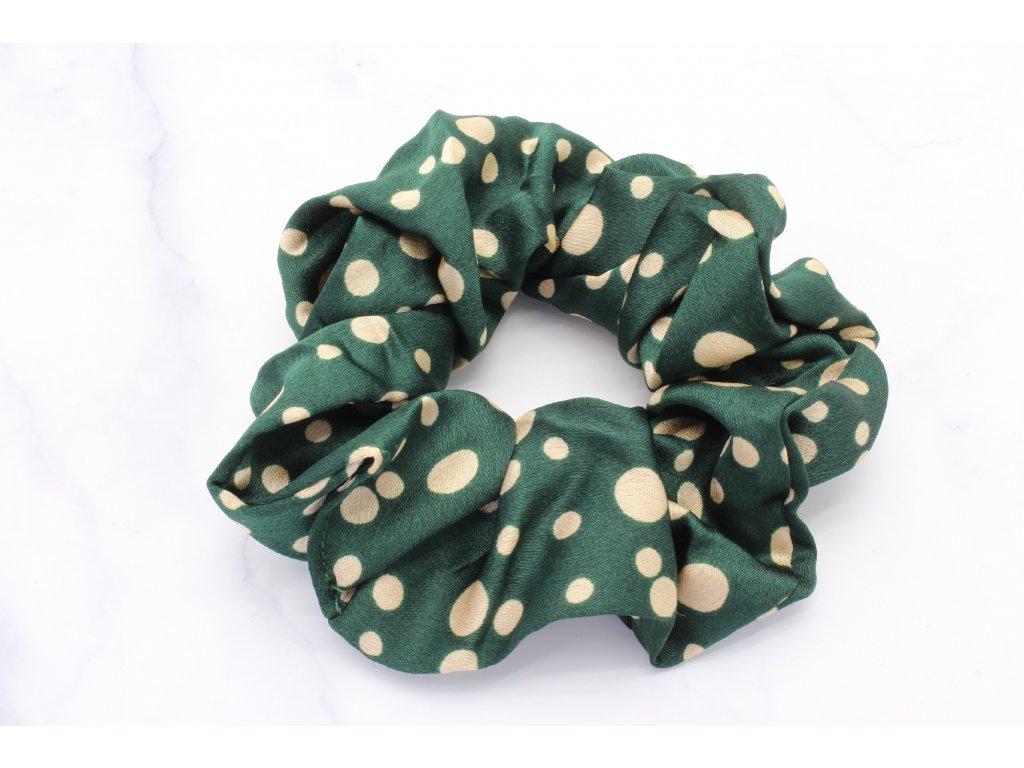 Scrunchie zelená s béžovými bodkami