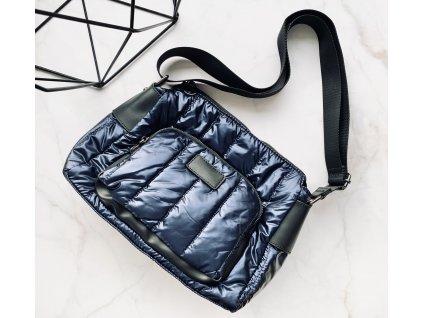 Modrá crossbody kabelka s koženými detailmi
