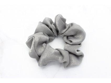 Scrunchie saténová v sivej farbe