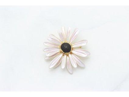 Brošňa ružový lúčny kvet