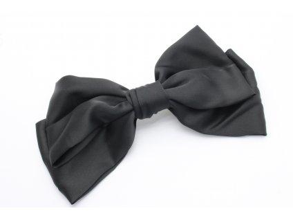 Výrazná čierna mašľa
