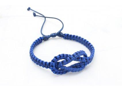 Modrý pletený náramok