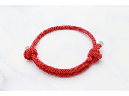 Červený náramok-šnúrka s dvoma uzlami
