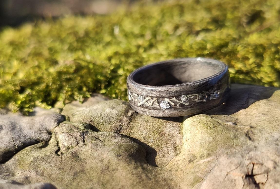 dreveny-sedy-prsten-feelrings