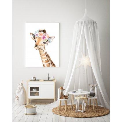 žirafa s kvetmi