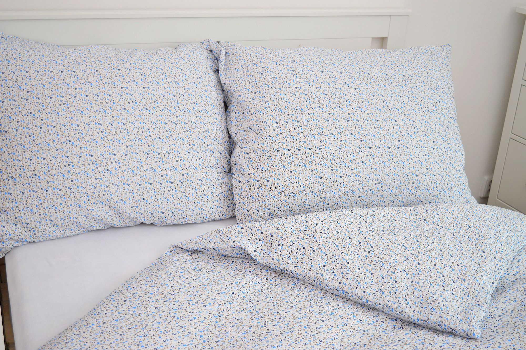 Bavlněný povlak na polštář 45x65 - Drobná kvítečka modrá