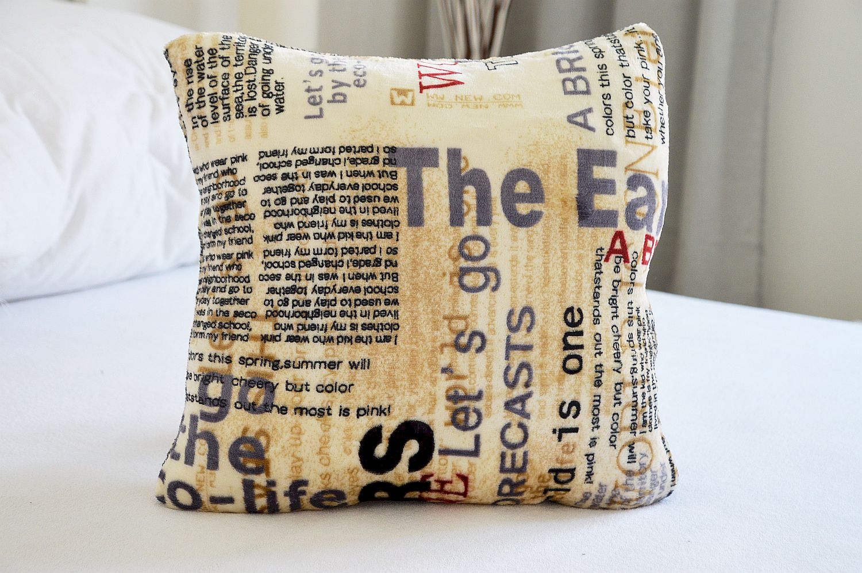 Sada polštářek + povlak na polštář 40x40 mikroflanel - Newspaper