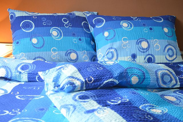 Krepový povlak na polštář  70x90 - Kolečka modrá