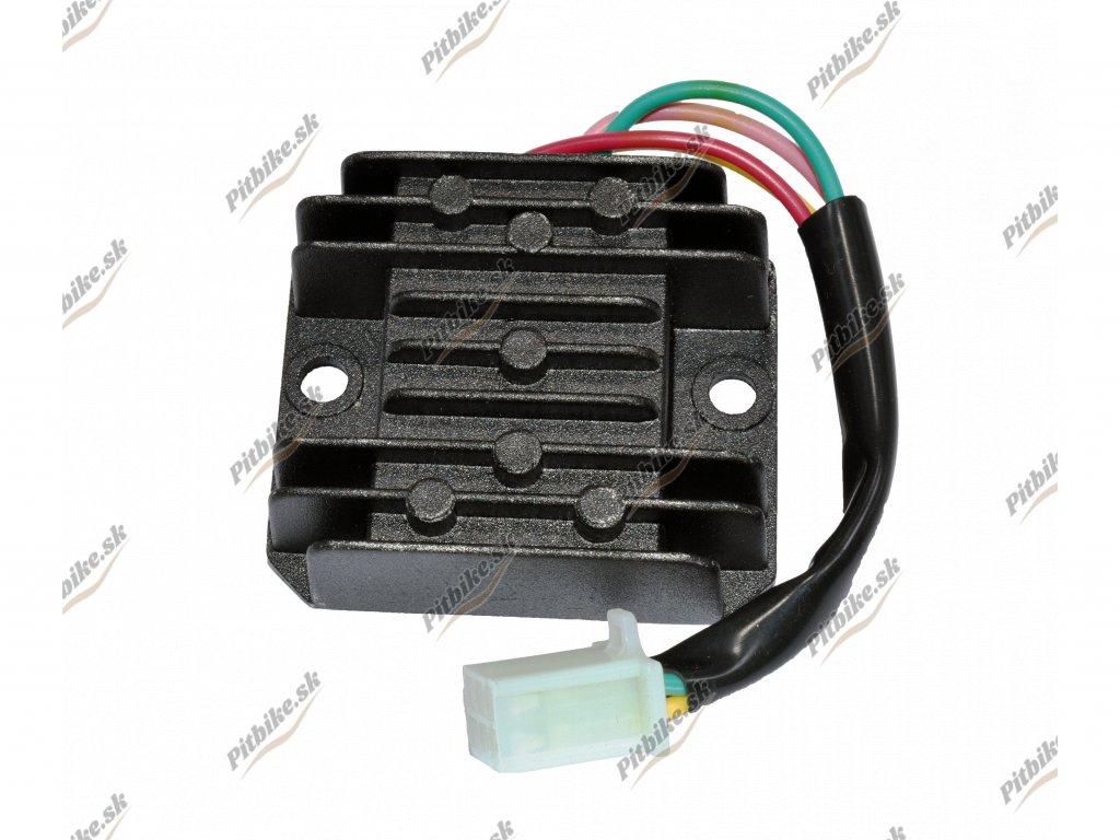 Regulátor napätia 4 pin samica 7723100524810 (2)