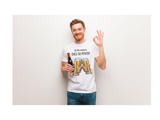 Chlapík s tričkom setrivodu