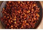 Pečené, karamelizované oříšky sypané čtyřmi druhy pepře