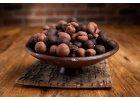 Pečené, karamelizované oříšky obalované v čokoládě