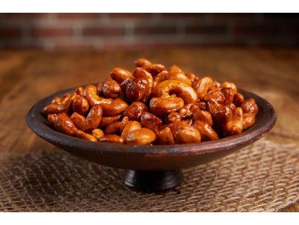 Křupavé karamelizové kešu sypané chilli, pečené
