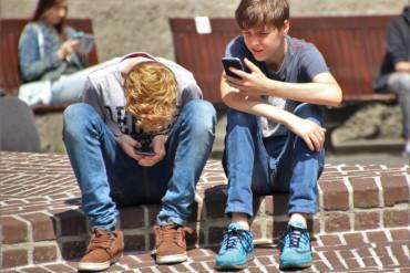 Nadužívání digitálních technologií snižuje schopnost komunikace u dětí