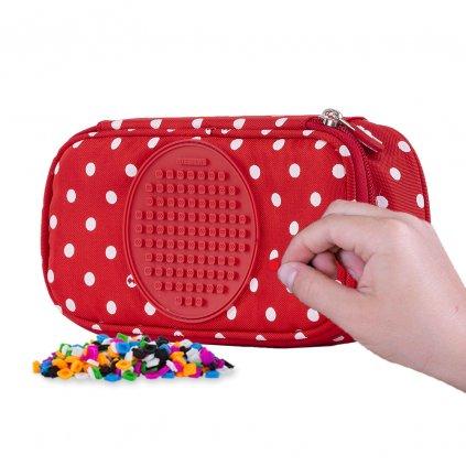 Studentský červený penál s bílými puntíky