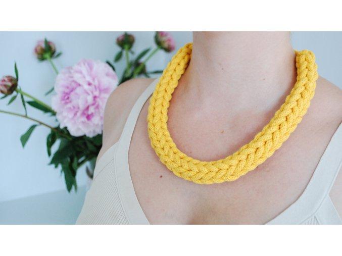 Brigitte  Háčkovaný náhrdelník citrónový