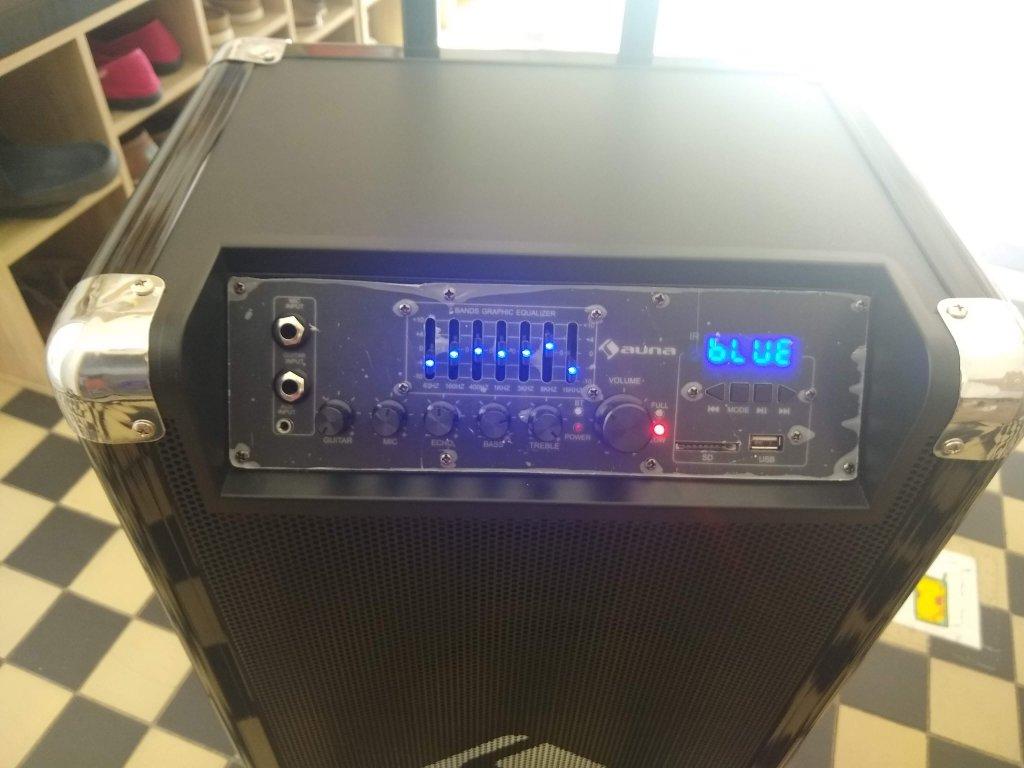 Reproduktor s mikrofony