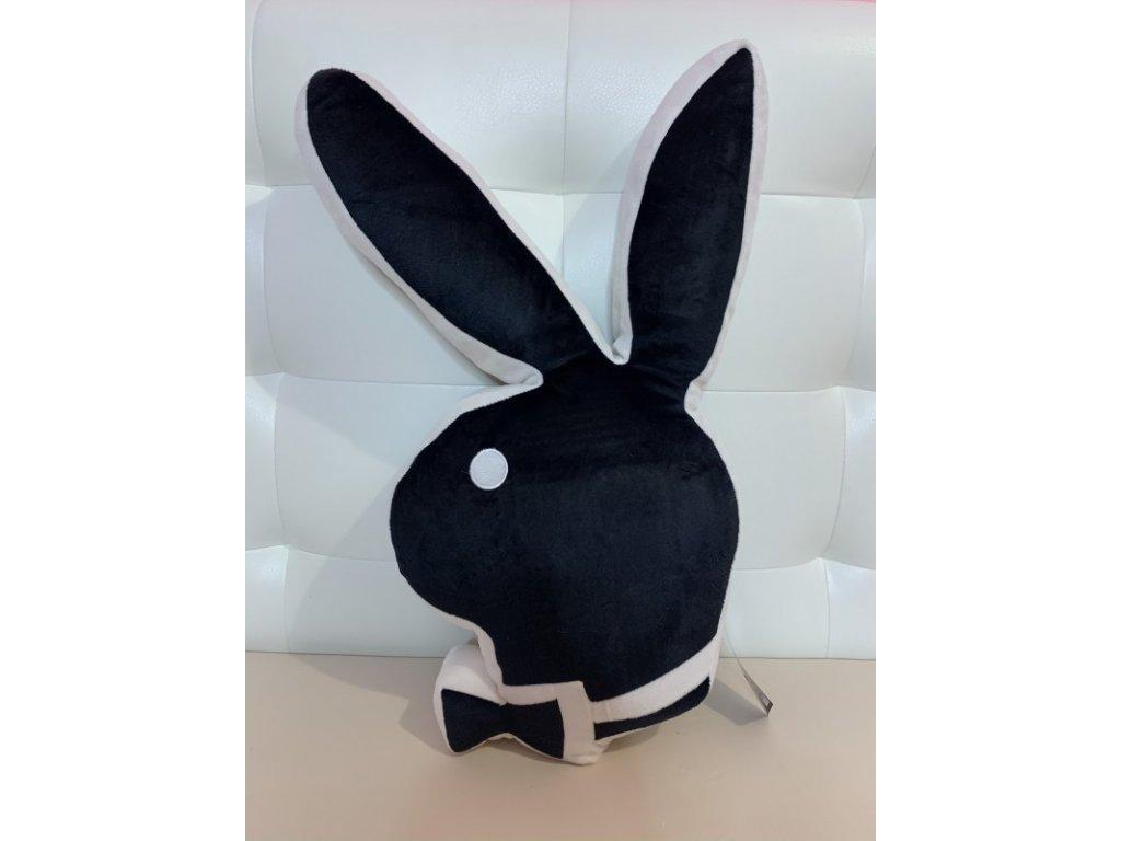 Černý polštář ve tvaru zajíčka