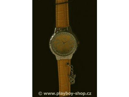 Žluté hodinky s velkým logem zajíce uvnitř ciferníku