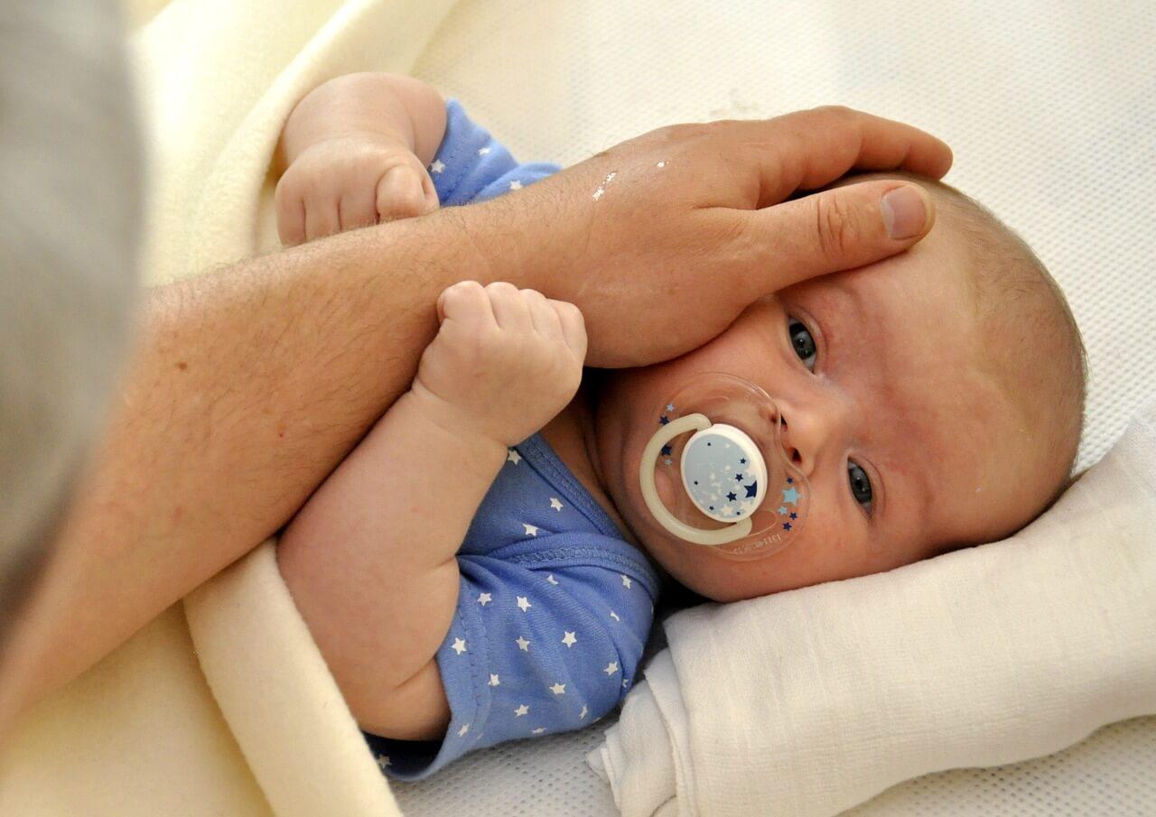 Jak uklidnit plačící miminko