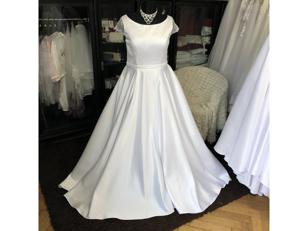 saténové svatební šaty na široká ramínka Gabriela