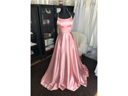 růžové plesové šaty s holými zády