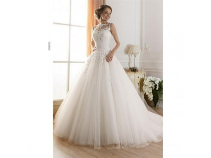 luxusni svatebni saty s bohatou tylovou sukni a krajkovym zivutkem merista s m