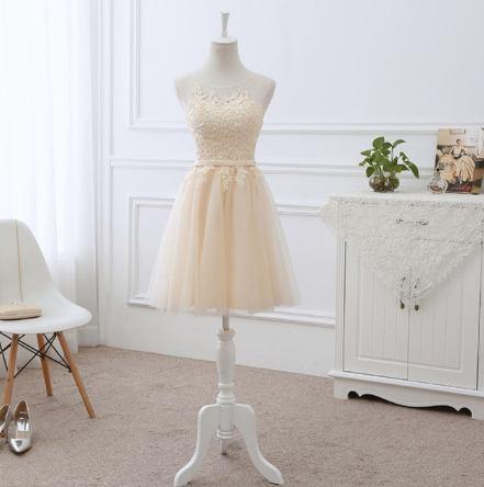 krátké champagne společenské šaty do tanečních Barva: Champagne, Velikost: XS-S