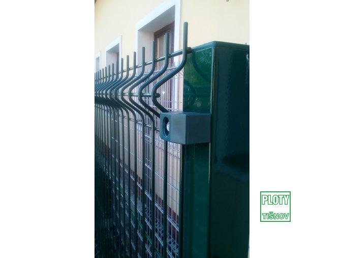 Uchycení plotového panelu na sloupku 60*60 mm.