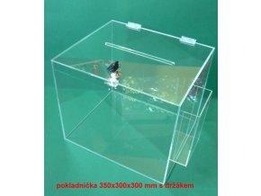 Kasička, pokladnička 350x300x300 mm s kapsou na letáky 1