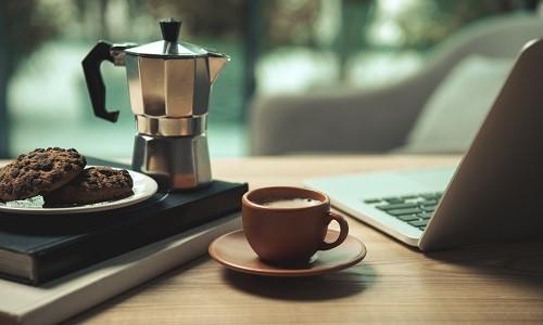 Příprava kávy v moka konvičce krok za krokem