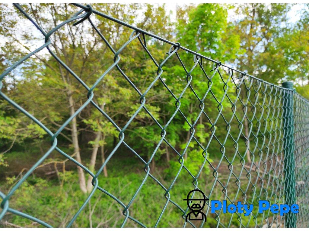Poplastované zelené čtyřhranné pletivo zahradní