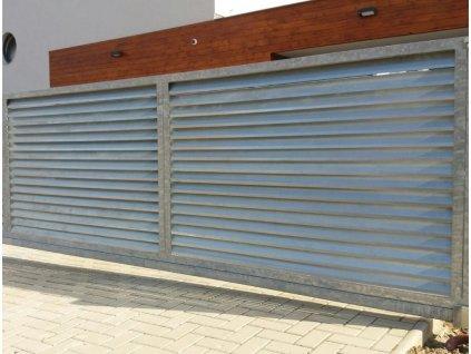 Jednokřídlá brána s lamelovou výplní s přípravou na pohon (Barva rámu zinek+šedá antracit, Barva výplně zinek, Velikost 3000x1800mm)