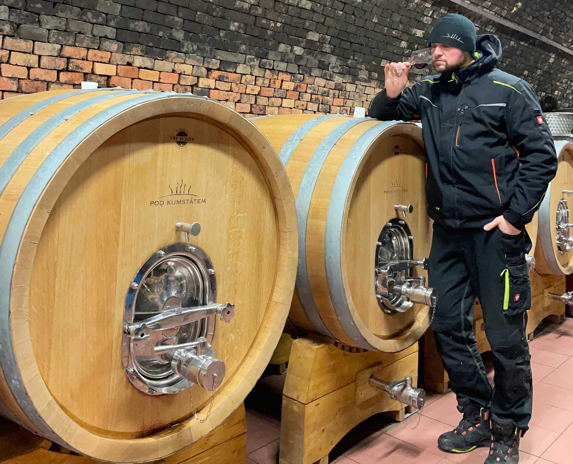 Nová řada červených vín OAK/AGED zrála 12 měsíců v dubových sudech