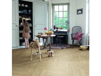Laminátová podlaha - Quick Step / Impressive Patterns 8/32 2V AQ / Dub chevron stredný IPA4160