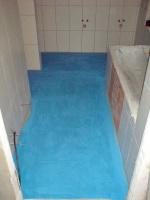 anhydritová podlaha natřená hydroizolací před pokládkou izolačních desek F-Board