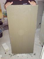 nanesení lepidla na izolační desku F-Board