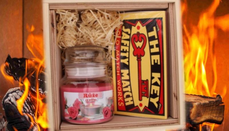 fire-box-dreveny-podpalovace-svicka-ve-skle-ruze-zapalky-sirky
