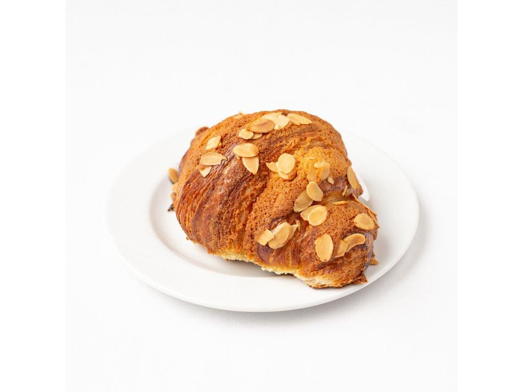 Mandlový croissant s marcipánem