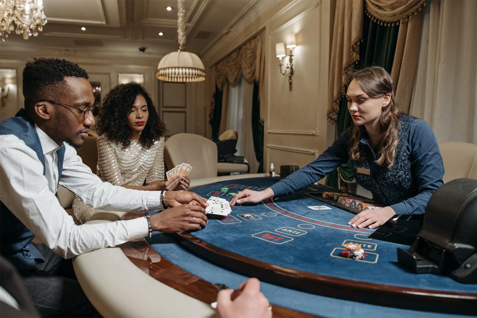 Jak se naučit číst handy v pokeru