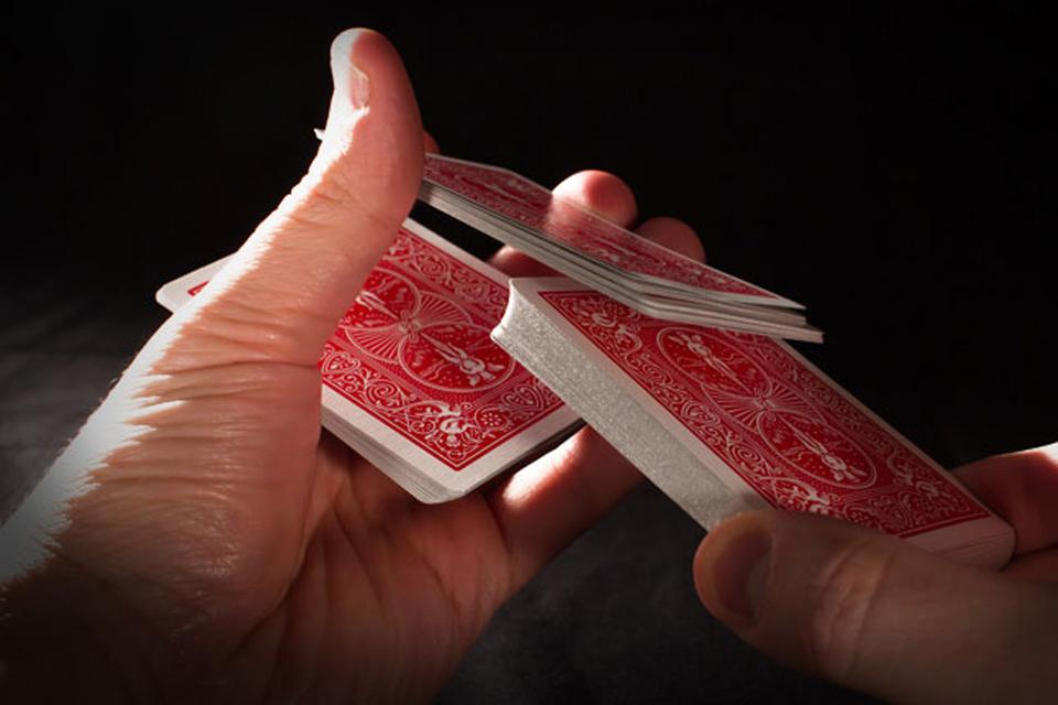 Naučte se nové techniky míchání poker karet