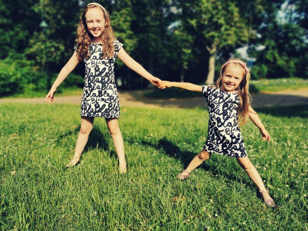Dětské šaty Ivet - bla bla