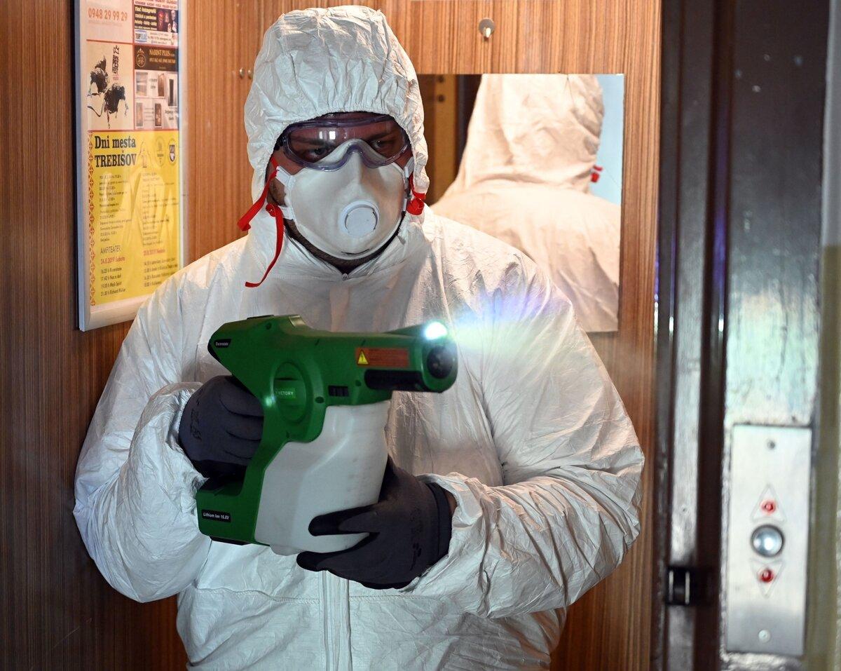 Namiesto potkanov bojujú v panelákoch proti vírusu