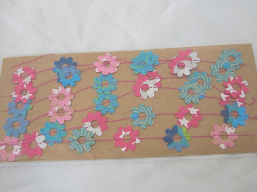 0010229 konfeti papirove syte barvy