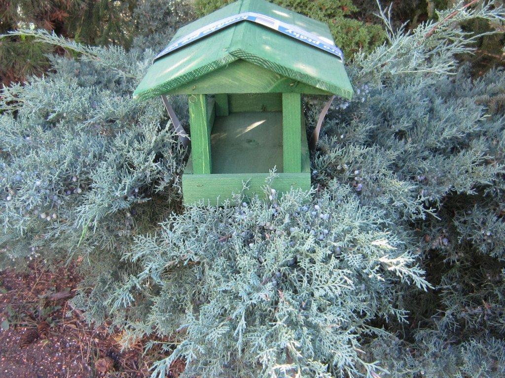 0007826 krmitko pro ptaky drevene c 12 zelene