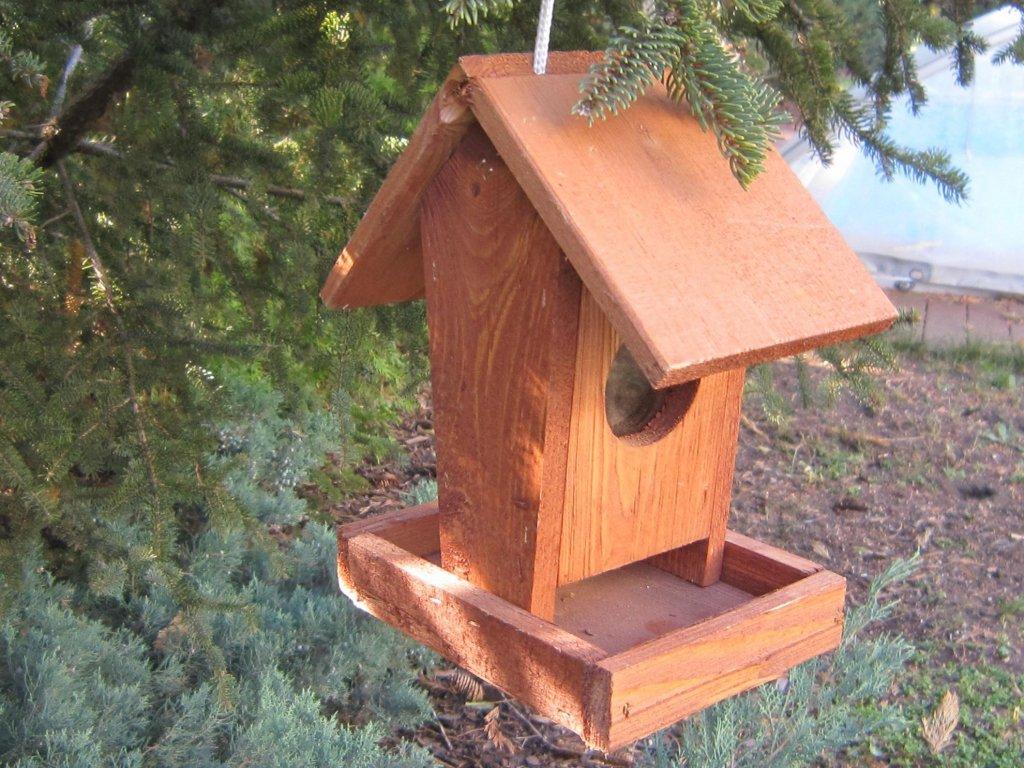 0007811 krmitko pro ptaky drevene c 2 hnede