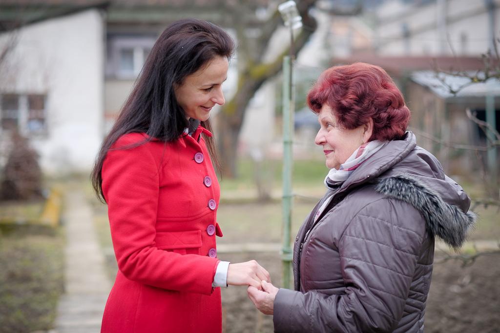 Vnučka Janka vytvára RODINU pre osamelých seniorov