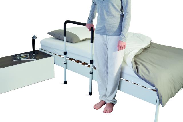Pomôcky na vstávanie z postele pre seniorov