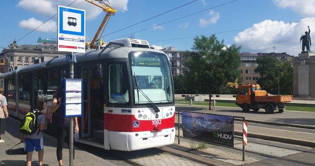 Unikátní tramvaj v Brně pomůže nedoslýchavým: Hlášení jim zesílí přímo do naslouchadla